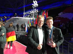 Karsten Beermann und Lukas Brenne mit Medallion for Excellence